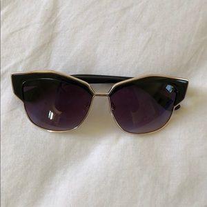 Accessories - Black geometric sunglasses